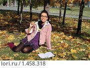 Купить «Радостная студентка», фото № 1458318, снято 8 октября 2009 г. (c) Зореслава / Фотобанк Лори