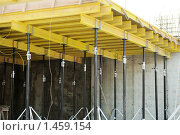 Купить «Опалубка для межэтажного монолитного перекрытия», фото № 1459154, снято 19 января 2010 г. (c) Дмитрий Калиновский / Фотобанк Лори