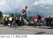 Купить «Трюк на BMX велосипеде», фото № 1462618, снято 15 августа 2009 г. (c) Кекяляйнен Андрей / Фотобанк Лори