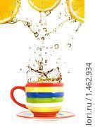 Купить «Лимонный сок и чашка чая», фото № 1462934, снято 14 ноября 2008 г. (c) Ярослав Данильченко / Фотобанк Лори