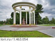 Купить «Памятник жёнам декабристов в Тобольске», фото № 1463054, снято 30 июля 2008 г. (c) Михаил Марковский / Фотобанк Лори