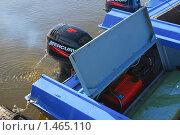 Купить «Лодки у понтона. Фрагмент», эксклюзивное фото № 1465110, снято 13 апреля 2009 г. (c) Алёшина Оксана / Фотобанк Лори