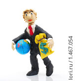 Купить «Человек с глобусом и мешком долларов в руках», эксклюзивное фото № 1467054, снято 8 февраля 2010 г. (c) Юрий Морозов / Фотобанк Лори