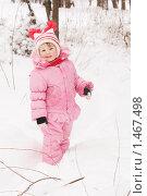 Девочка в розовом комбинезоне на прогулке. Стоковое фото, фотограф Воронин Владимир Сергеевич / Фотобанк Лори