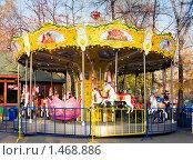 Карусель в парке, Новосибирск (2009 год). Редакционное фото, фотограф Сунгатулина Эльвира / Фотобанк Лори