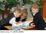 Купить «Дети рисуют на перемене», эксклюзивное фото № 1470594, снято 18 марта 2009 г. (c) Вячеслав Палес / Фотобанк Лори