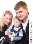 Купить «Счастливая молодая семья», фото № 1472770, снято 13 февраля 2010 г. (c) Иванова Виктория / Фотобанк Лори