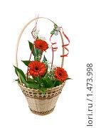Подарочная корзинка с цветами. Стоковое фото, фотограф Rumo / Фотобанк Лори