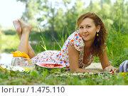 Девушка на пикнике. Стоковое фото, фотограф Лизунова Анастасия / Фотобанк Лори