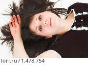 Купить «Красивая молодая девушка лежит на полу», фото № 1478754, снято 15 февраля 2010 г. (c) Иванова Виктория / Фотобанк Лори