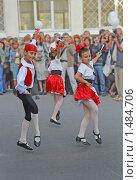 Танцующие дети на уличном празднике. Редакционное фото, фотограф Стехновская Ольга / Фотобанк Лори