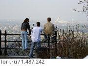 Туристы смотрят достопримечательности города (2005 год). Стоковое фото, фотограф Сергей Данилов / Фотобанк Лори