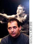 Купить «Венгерский писатель,автор книги о В.Высоцком, Петер Вицеи», фото № 1487910, снято 28 января 2008 г. (c) Владимир Фаевцов / Фотобанк Лори