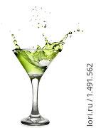 Купить «Бокал с зеленым напитком», фото № 1491562, снято 18 января 2010 г. (c) Ярослав Данильченко / Фотобанк Лори