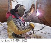 Купить «Сварщик за работой», эксклюзивное фото № 1494862, снято 31 января 2010 г. (c) Алёшина Оксана / Фотобанк Лори
