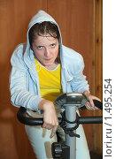 Купить «Девушка на тренажере», фото № 1495254, снято 23 мая 2009 г. (c) Яков Филимонов / Фотобанк Лори