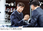 Купить «Армрестлинг. Два серьезных бизнесмена», фото № 1495630, снято 26 марта 2019 г. (c) Raev Denis / Фотобанк Лори