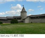 Купить «Псков. Троицкая башня и фрагмент крепостной стены», фото № 1497150, снято 21 июня 2009 г. (c) Наталия Журавлёва / Фотобанк Лори
