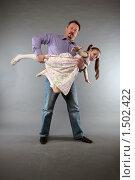 Купить «Мужчина держит маленькую девочку ,как балерину», фото № 1502422, снято 21 февраля 2010 г. (c) Софья Петрова / Фотобанк Лори