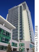 Купить «Современное многоэтажное здание. Хабаровск.», фото № 1507818, снято 26 ноября 2009 г. (c) Денис Кравченко / Фотобанк Лори