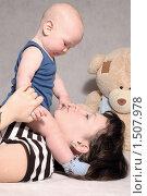 Купить «Мать играет с сыном», фото № 1507978, снято 5 ноября 2009 г. (c) Юлия Кашкарова / Фотобанк Лори