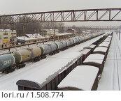Купить «Железнодорожные цистерны. Фрагмент», эксклюзивное фото № 1508774, снято 17 февраля 2010 г. (c) Алёшина Оксана / Фотобанк Лори