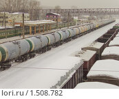 Купить «Железнодорожные цистерны. Фрагмент», эксклюзивное фото № 1508782, снято 17 февраля 2010 г. (c) Алёшина Оксана / Фотобанк Лори