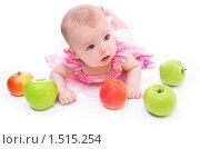 Купить «Малыш лежит на полу с яблоками», фото № 1515254, снято 27 февраля 2010 г. (c) Иванова Виктория / Фотобанк Лори