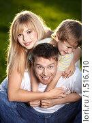 Купить «Веселая семья», фото № 1516710, снято 10 сентября 2009 г. (c) Raev Denis / Фотобанк Лори