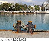 Купить «Причальная тумба с тросом в морском порту», фото № 1529022, снято 28 февраля 2010 г. (c) Константин Бредников / Фотобанк Лори