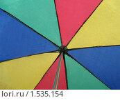 Разноцветный зонт во время дождя. Стоковое фото, фотограф Сергей Слабенко / Фотобанк Лори