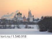 Ансамбль Коломенского кремля в лучах оранжевого заката, фото № 1540918, снято 22 июля 2017 г. (c) Дмитрий Заморин / Фотобанк Лори