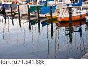 Купить «Лодки на воде с отражением», фото № 1541886, снято 30 июня 2008 г. (c) Ельчанинов Вячеслав / Фотобанк Лори