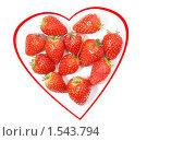 Сердце из клубники на белом. Стоковое фото, фотограф Татьяна Вишнякова / Фотобанк Лори