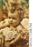 Купить «Старинная открытка с изображением маленькой девочки. Оригинал.», фото № 1548754, снято 13 марта 2010 г. (c) Галина Бурцева / Фотобанк Лори