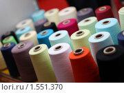 Купить «Набор бобин цветных ниток крупным планом», фото № 1551370, снято 17 февраля 2010 г. (c) Елена Морозова / Фотобанк Лори
