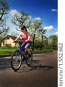 Купить «Девушка за рулем велосипеда», фото № 1552662, снято 10 мая 2009 г. (c) Tatiana Lykova / Фотобанк Лори