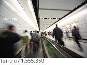 Купить «Идущие люди, размытые движения», фото № 1555350, снято 18 ноября 2009 г. (c) Константин Сутягин / Фотобанк Лори