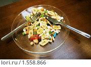 Купить «Сушеные фрукты и таблетки», фото № 1558866, снято 29 октября 2006 г. (c) Vasily Smirnov / Фотобанк Лори