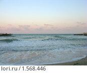 Купить «Розовый закат на море с набегающей волной на переднем плане», фото № 1568446, снято 27 августа 2008 г. (c) Валентина Троль / Фотобанк Лори