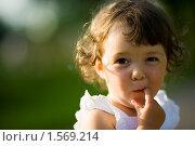 Купить «Маленькая девочка на природе», фото № 1569214, снято 12 июля 2009 г. (c) Ольга Сапегина / Фотобанк Лори