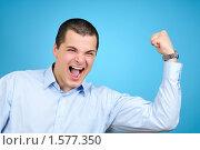 Купить «Бизнесмен показывает бицепс», фото № 1577350, снято 23 февраля 2010 г. (c) Виталий Радунцев / Фотобанк Лори