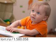 Маленькая девочка рисует. Стоковое фото, фотограф Марина М. / Фотобанк Лори