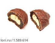 Купить «Шоколадная конфета с суфле и черносливом», фото № 1589614, снято 7 августа 2009 г. (c) ElenArt / Фотобанк Лори