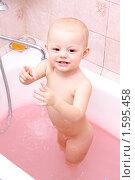 Купить «Годовалая девочка купается в ванне», фото № 1595458, снято 19 марта 2010 г. (c) Андрей Аркуша / Фотобанк Лори