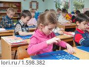 Купить «Дети в детском саду на занятиях - изучают буквы, звуки - готовятся к школе», фото № 1598382, снято 24 марта 2010 г. (c) Федор Королевский / Фотобанк Лори