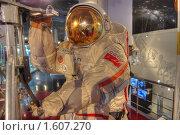 Купить «Космонавт работает в открытом космосе», фото № 1607270, снято 27 марта 2010 г. (c) Вадим Закревский / Фотобанк Лори