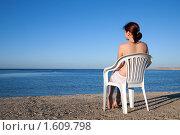 Купить «Девушка отдыхает на пляже», фото № 1609798, снято 28 декабря 2009 г. (c) Яков Филимонов / Фотобанк Лори