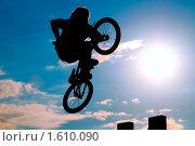 Купить «Велосипедист в небе», фото № 1610090, снято 10 октября 2009 г. (c) Алексей Многосмыслов / Фотобанк Лори