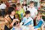 Дети с воспитателем играют в веселые числа, фото № 1612498, снято 7 апреля 2010 г. (c) Федор Королевский / Фотобанк Лори